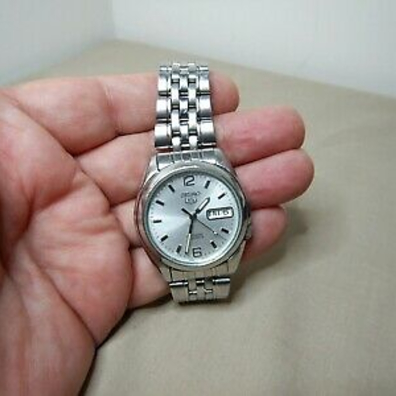 VINTAGE JAPAN SEIKO WATCH 7S26-01V0 AUTOMATIC DAY DATE 21 JEWELS
